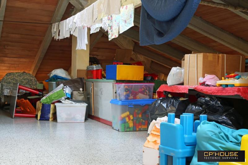 Hô biến căn gác mái bừa bộn thành không gian ngăn nắp, đầy đủ tiện nghi