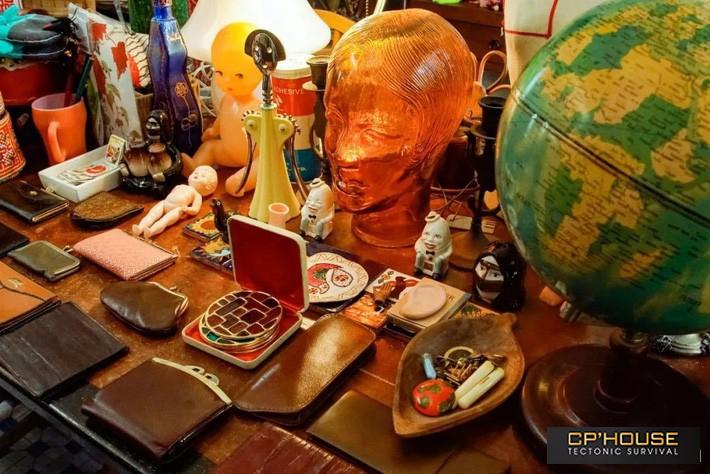 Ngắm ngôi nhà mang đậm phong cách cổ điển với hàng loạt đồ vật Retro